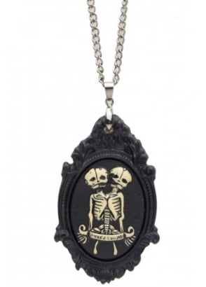 Sempre Et Ubique Cameo Necklace